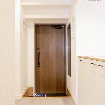 玄関まわりも落ち着いた雰囲気がいいですね。