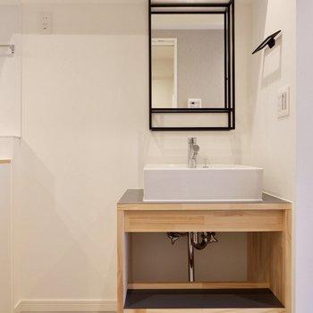 廊下にはしっかりとした洗面台があります