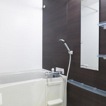 お風呂は浴室乾燥機付いてます!(※写真は4階の同間取り別部屋のものです)