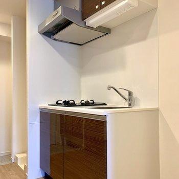 キッチン横に冷蔵庫が置けますよ※写真は2階の同間取り別部屋のものです