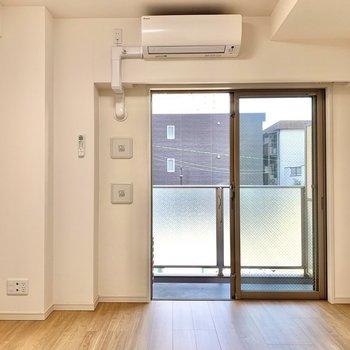 南西向きで暖かいお部屋※写真は2階の同間取り別部屋のものです