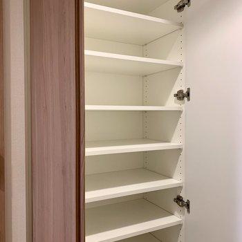 1人分はもちろん、2人分の靴も収納できる大きさ※写真は2階の同間取り別部屋のものです