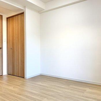 こちら側にはテレビを置くと良さそう※写真は2階の同間取り別部屋のものです