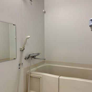 浴室乾燥機付きです※写真は7階の同間取り別部屋のものです