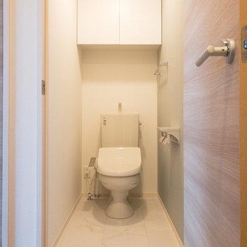 ラグジュアリー感のあるトイレ。ゆったりサイズです。