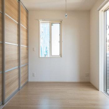 【洋室約6.1帖】部屋干しフックもありますよ〜。
