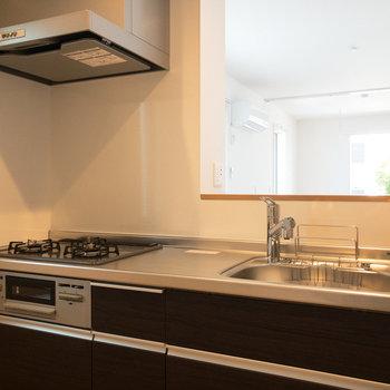 【LDK】設備も充実しており、お料理が捗りますね。