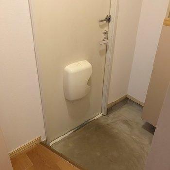 玄関もゆったり。