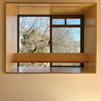 出窓には何かお気に入りのものを飾ってみてくださいね。