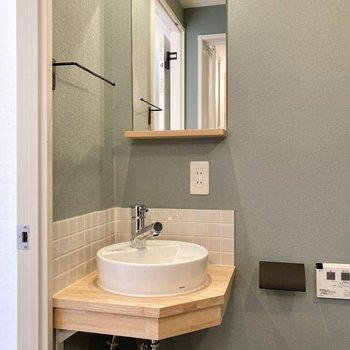 コンパクトなこだわり洗面台。大工さんのお手製です!