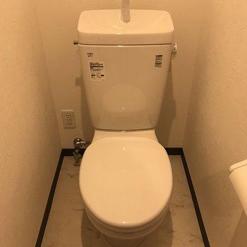 トイレは玄関方から♪