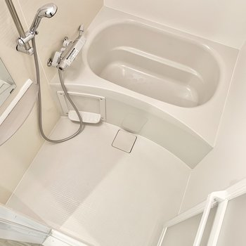 淡いベージュがgood。浴室乾燥機つき!