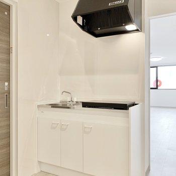 キッチンはコンパクト!かわいらしい見た目ですね。