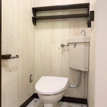 トイレの床のタイルも素敵◎