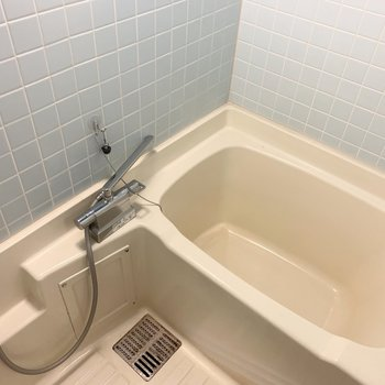 浴室はちょっぴり時代感が残る仕様ならではのタイルが素敵◎