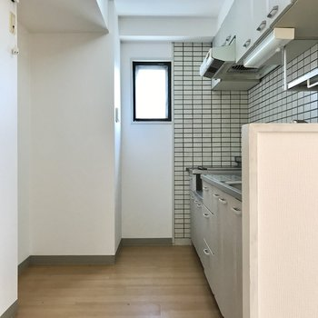 広々空間でした!冷蔵庫もラックも置けますよ