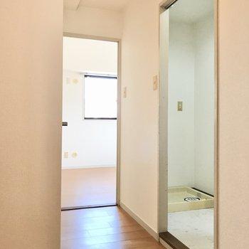 洋室2部屋は廊下のつきあたりに