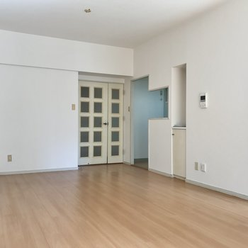 縦長なので家具も置きやすそう!キッチンはあの右側に