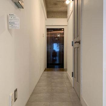 廊下部分へ。
