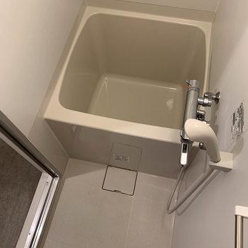 お風呂はとてもコンパクトサイズ。