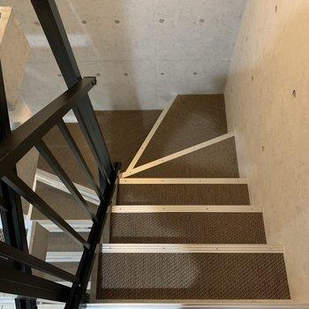 滑りにくい素材の階段◎