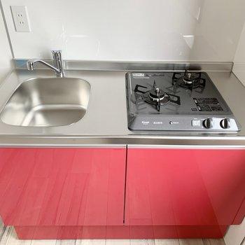 調理スペースは少し狭め。シンクボードがあると便利です。