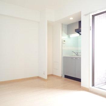 キッチン横の冷蔵庫置き場に、すっぽり隠れたくなる。
