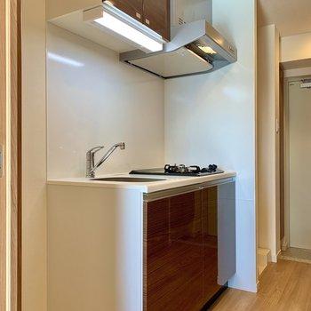 隣に冷蔵庫が置けますよ※写真は7階の同間取り別部屋のものです