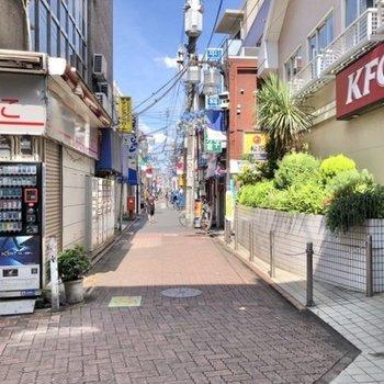 平和島駅周辺にはたくさんのお店が立ち並んでいます。