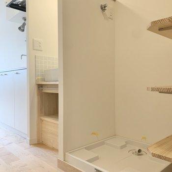 キッチンのお隣は洗面台。