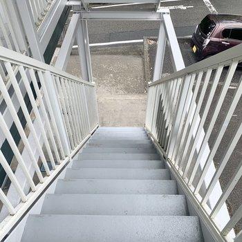 お部屋はまでは階段です。