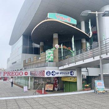 駅周辺には飲食店やスーパー、銭湯などがお店がたくさんあります。