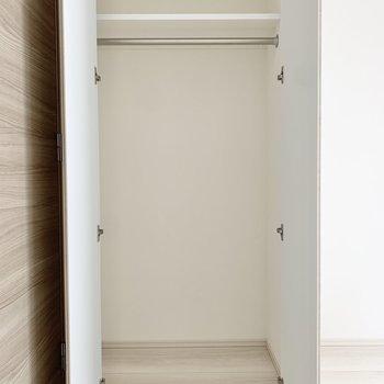 クローゼットは奥行きがあります。※写真は3階の同間取り別部屋のものです