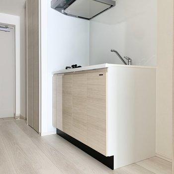 廊下は広く、動線が確保しやすいですよ。※写真は3階の同間取り別部屋のものです