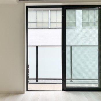 掃き出し窓は大きめ。※写真は3階の同間取り別部屋のものです