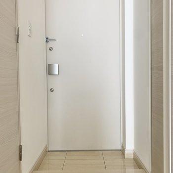 玄関照明は自動にすることも可能です。※写真は3階の同間取り別部屋のものです