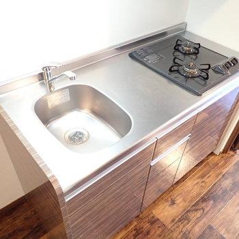 調理スペースもあり、自炊もしっかりできますね。(※写真は5階の同間取り別部屋のものです)