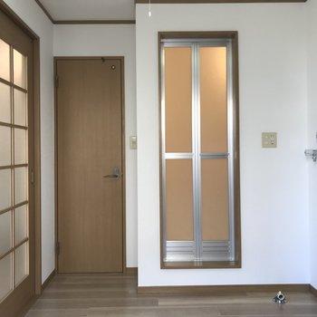 キッチン部分と居室はドアで仕切ることができるので、料理の匂いうつりを気にしなくていいですよ。