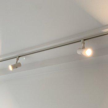 スポットライト照明がお部屋の雰囲気をグンとお洒落にしてくれる。