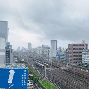 眺望は名古屋駅の線路を一望。