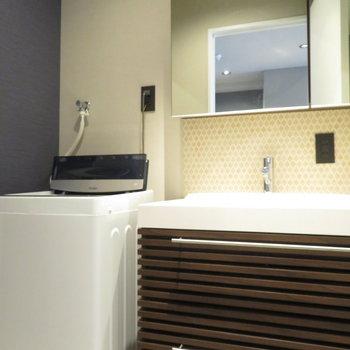 洗面台だって、どこか優雅!※写真は10階同間取り・別部屋のものです。