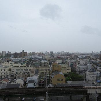晴れてればもっときもちのいい眺望が!※写真は10階同間取り・別部屋のものです。