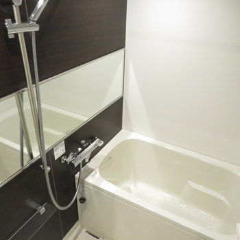 お風呂もゴージャスなつくり。※写真は10階同間取り・別部屋のものです。