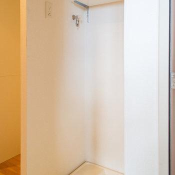 洗濯機置場は玄関に(※写真は12階の同間取り別部屋のものです)