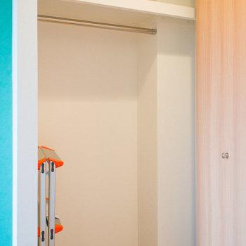 クローゼットには脚立が備え付け(※写真は12階の同間取り別部屋のものです)