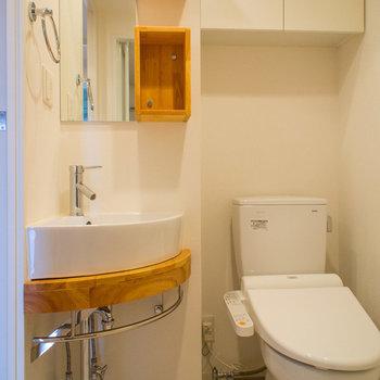 トイレはウォシュレット付き(※写真は12階の同間取り別部屋のものです)