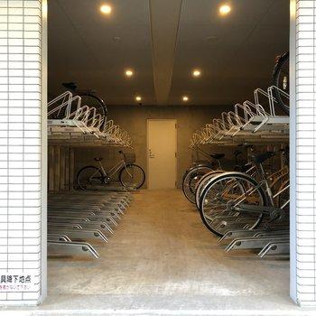 屋根付き駐輪場。大切な自転車を雨から守ります。