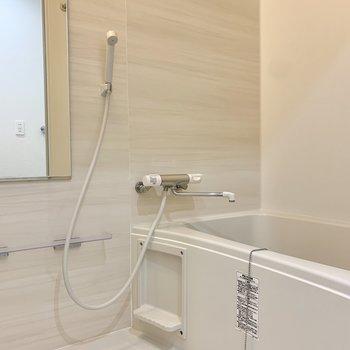 温もり溢れるバスルーム。※写真はクリーニング前のものです