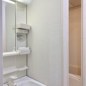 鏡も大きめですよ。※写真はクリーニング前のものです