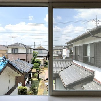 サイドの窓からも青空が見えます。